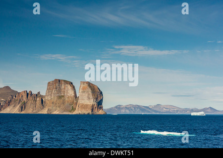 View of the jagged cliffs along the Cumberland Peninsula, Baffin Island, Nunavut, Canada, North America - Stock Photo