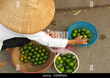 Lemon seller, Market in the old quarter, Hanoi, Vietnam, Indochina, Southeast Asia, Asia - Stock Photo