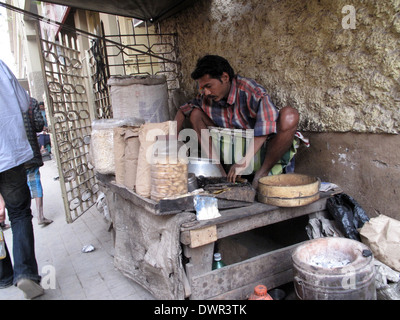 Man cooking on the street in the Chowringhee area of Kolkata, West Bengal, India - Stock Photo