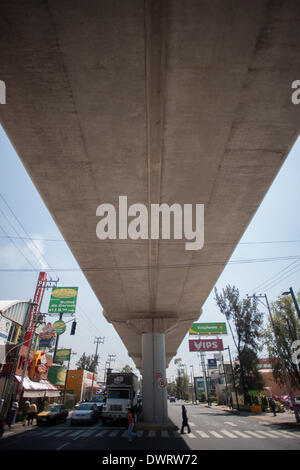Mexico City, Mexico. 12th Mar, 2014. People walk under a structure of METRO Colective Transport System (STC-METRO) - Stock Photo