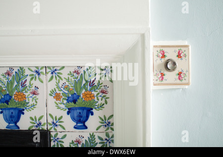 Delftware tiles and bell push in an English manor house, in Cornwall, in the art and crafts style, c1903 - Stock Photo