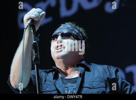 paul dean loverboy performing live at the cruzan amphitheatre west stock photo 67594082 alamy. Black Bedroom Furniture Sets. Home Design Ideas