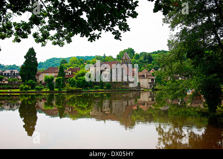 Dordogne river running through Beaulieu-sur-Dordogne, France - Stock Photo