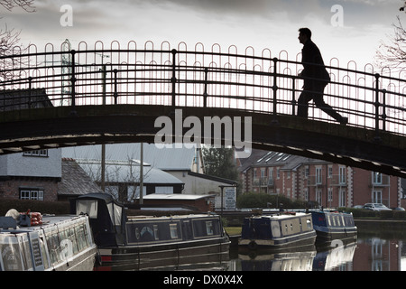 Hump footbridge over the Bridgewater Canal at Worsley Green, Greater Manchester, England. . - Stock Photo