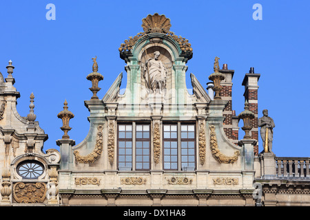 Facade of the greasers' (butter makers) guild named The Wheelbarrow (1644) at the Grand Place in Brussels, Belgium - Stock Photo