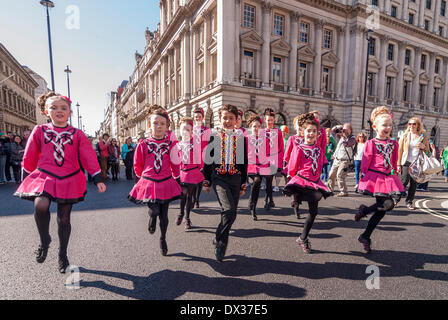Waterloo Place, London, UK, 16 March 2014 - the annual St. Patrick's Day parade took place in bright sunshine in front of thousands of people who lined the route.  A group of young Irish dancers pass by. Credit:  Stephen Chung/Alamy Live News Stock Photo
