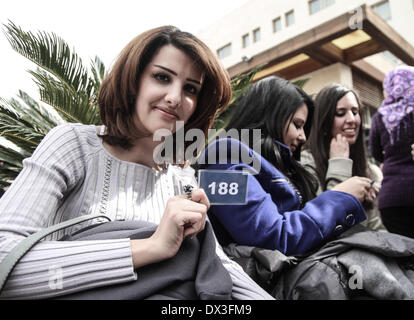 Ramallah, Palestinian Territories. 17th Mar, 2014. Palestinian Girl hold card for her number in the competitionbefore - Stock Photo