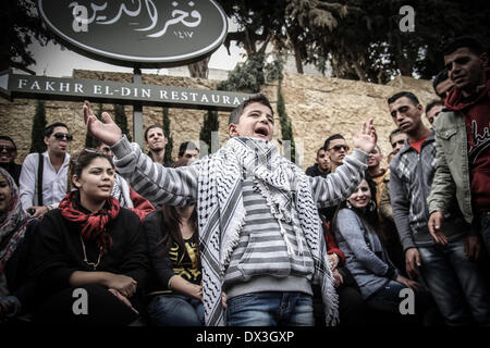 Ramallah, Palestinian Territories. 17th Mar, 2014. Palestinian Boy singing before being let inside of the Grand - Stock Photo