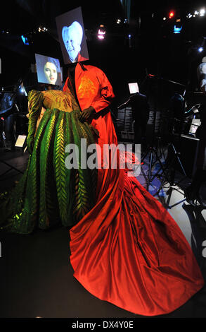 Bram Stoker's Dracula - Winona Ryder as Elisabetta and Gary Oldman as Dracula Hollywood Costume - press view held - Stock Photo