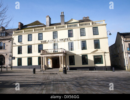 Historic Angel Hotel building in the marketplace at the centre of the town of Chippenham, Wiltshire, England - Stock Photo