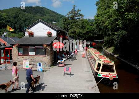 "The trip boat ""Thomas Telford"" moored at Llangollen Wharf on the Llangollen Canal - Stock Photo"