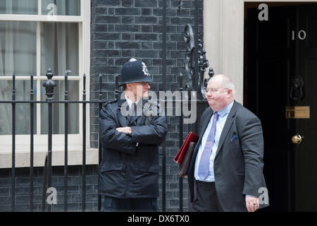 Downing Street, London, UK. 19th Mar, 2014. Downing Street was a hive of activity on Budget Day as the government - Stock Photo