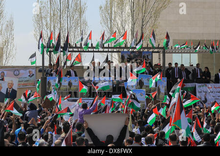 Ramallah, West Bank, Palestinian Territory. 20th Mar, 2014. Palestinian President Mahmoud Abbas (C Rear) is welcomed - Stock Photo