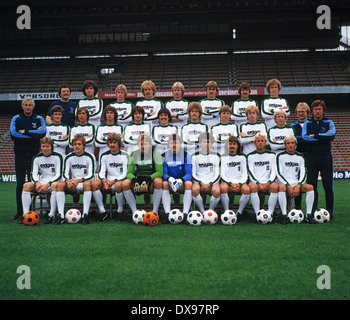 football, Bundesliga, 1979/1980, Borussia Moenchengladbach, team presentation, team shot, behind f.l.t.r. masseur - Stock Photo