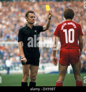 football, Bundesliga, 1979/1980, Parkstadion, FC Schalke 04 versus FC Bayern Munich 1:1, scene of the match, yellow - Stock Photo