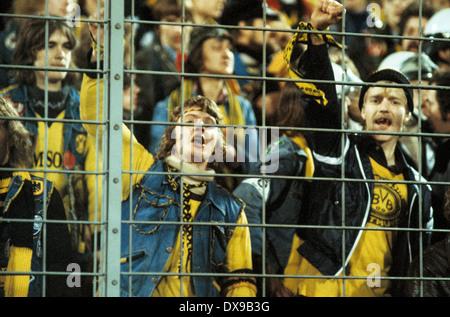 football, Bundesliga, 1979/1980, Wedau Stadium, MSV Duisburg versus Borussia Dortmund 1:0, Jugendliche Fussballfans - Stock Photo