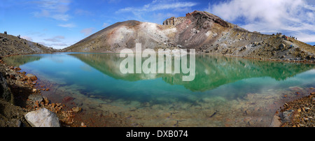 The volcanic Emerald Lake, on Red Crater along the Tongariro Alpine Crossing, North Island, New Zealand. - Stock Photo