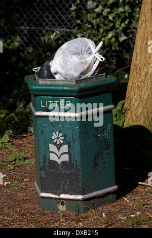 Overflowing litter bin at Bournemouth in March - Stock Photo