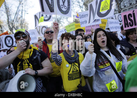 Madrid, Spain. 22nd Mar, 2014. Protestors shout slogans during a protest called 'March For Dignity' against the - Stock Photo