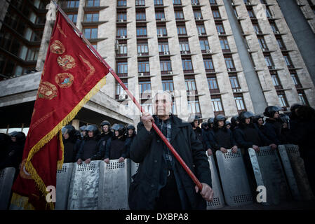 Donetsk, Ukraine. 23rd Mar, 2014. Pro russian gathered in Lenin Square, in Donetsk, on March 23, 2014 and walked - Stock Photo