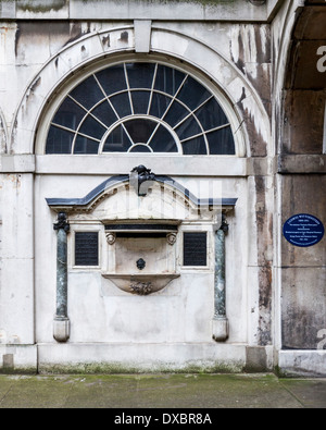Wall of Old Guy's House with decorative drinking fountain and Ludwig Wittgenstein blue plaque - Guy's campus, KCL, - Stock Photo
