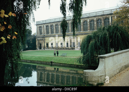 The Wren Library at Trinity College, Cambridge, reflected in the River Cam - Stock Photo