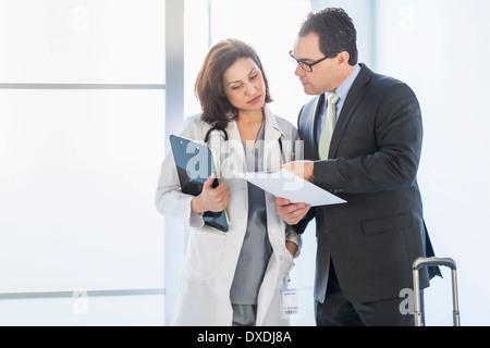 Pharmaceutical sales representative talking to doctor Stock Photo ...