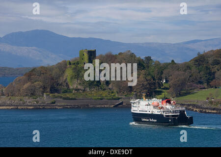 Caledonian MacBaryne vesse MV Clansman separts Oban with Dunollie Castle in view, Argyll - Stock Photo
