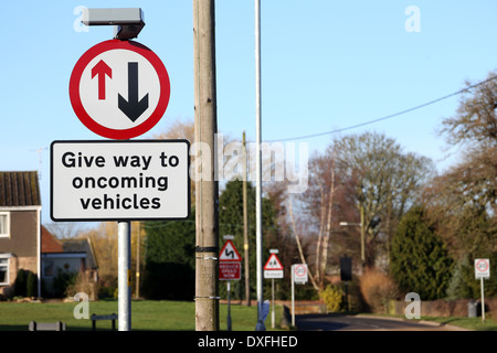 Give way to oncoming vehicles sign in Bugbrooke, Northamptonshire - Stock Photo