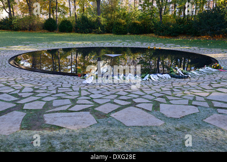 New memorial for the killed Sinti and Roma, Gypsy, during national socialism in Germany, Berlin-Tiergarten, Berlin, - Stock Photo