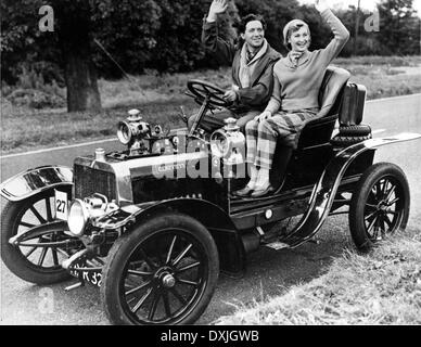 GENEVIEVE (BR1953) JOHN GREGSON AND DINAH SHERIDAN IN 'GENEV - Stock Photo