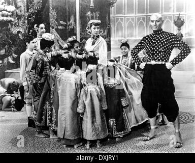 THE KING AND I (US1956) DEBORAH KERR, YUL BRYNNER  GOVERNESS - Stock Photo
