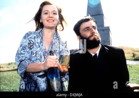 MY LEFT FOOT (IRE/UK 1989) Ruth McCabe and Daniel Day Lewis - Stock Photo
