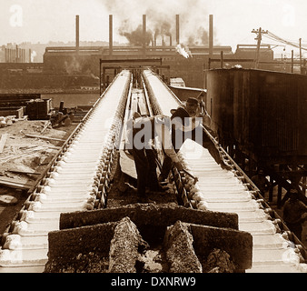 Pig iron machine at steelworls Pittsburg Pennsylvania USA early 1900s - Stock Photo