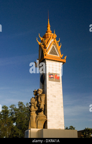 Liberation Monument erected to commemorate the 1979 liberation of Phnom Penh by Vietnamese troops, Phnom Penh, Cambodia. - Stock Photo