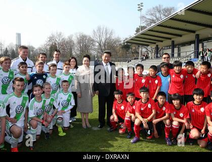 Berlin, Germany. 29th Mar, 2014. Chinese President Xi Jinping and his wife Peng Liyuan pose for a group photo with - Stock Photo