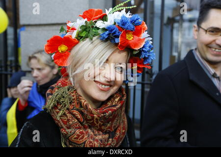 Dublin, Ireland. 29th March 2014. A protester wears an Ukrainian wreath. Ukrainians and Irish people as well as - Stock Photo