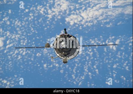 The Soyuz TMA-12M spacecraft approaches the International Space Station to dock March 27, 2014 in Earth orbit. The - Stock Photo
