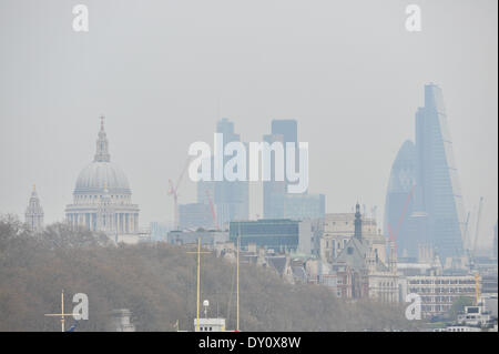 Waterloo Bridge, London, UK. 2nd April 2014. St Paul's and other buildings in the smog as air pollution affects - Stock Photo