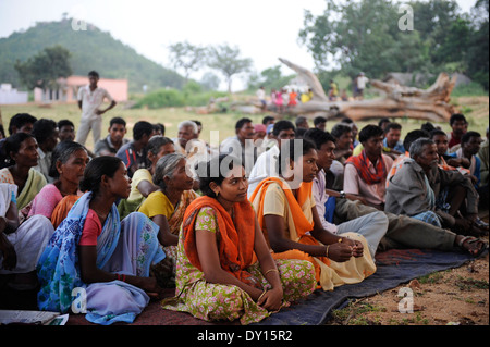 INDIA Jharkhand, Chaibasa, NGO Birsa organise Adivasi to fight for their land rights, meeting in village Debrbir - Stock Photo