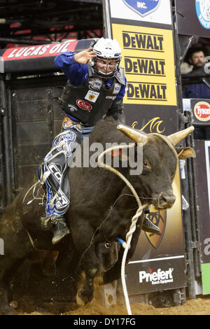 Fresno, CS, USA. 29th Mar, 2014. March 29, 2014 Fresno, CA - Professional Bull Rider Ryan Dirteater in the Built - Stock Photo