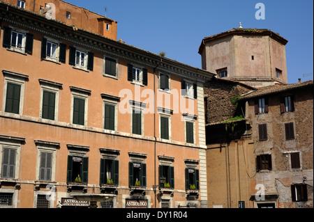 Italy rome jewish ghetto palazzo cenci medusa head for Palazzo delle esposizioni rome italy