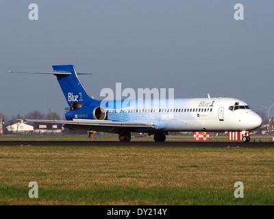 OH-BLG Blue1 Boeing 717-2CM - cn 55059 landing on Schiphol, pic-2 - Stock Photo