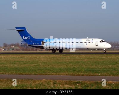 OH-BLG Blue1 Boeing 717-2CM - cn 55059 landing on Schiphol, pic-3 - Stock Photo