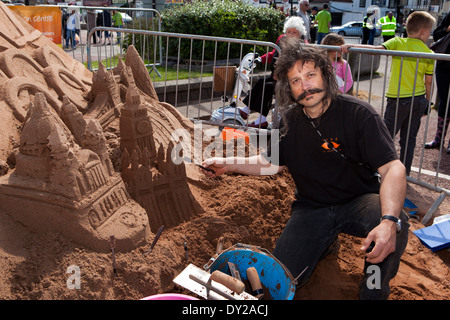 UK, England, Lancashire, Morecambe, Sandcastle Festival professional ice and sand carver Andy Moss - Stock Photo