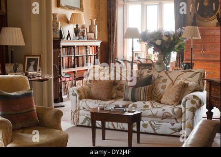 ... Living Room With Gilt Framed Portraits, Stucco Ceiling And Assorted  Antique Furniture Items   Stock