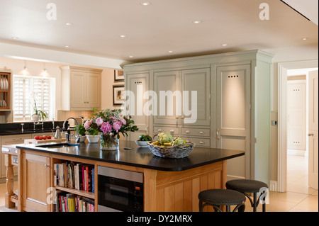 a large kitchen island unit stock photo 23728260 alamy. Black Bedroom Furniture Sets. Home Design Ideas