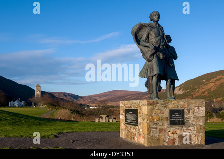 'The Emigrants' by Gerald Laing, Helmsdale, Caithness, Scotland, UK.  A memorial to the Clearances. - Stock Photo