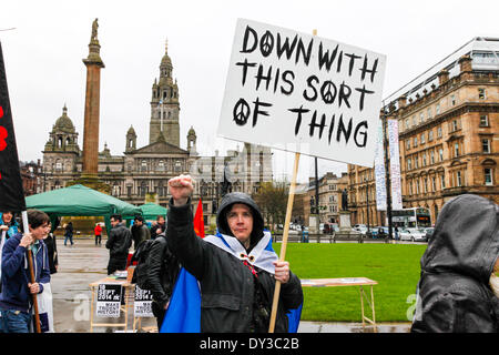 Glasgow, Scotland, UK. 5th April 2014. Almost 1000 supporters of Scottish Campaign for Nuclear Disarmament (CND) - Stock Photo