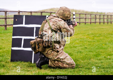 A soldier from the British Army trains on a military firing range with an assault rifle - Stock Photo